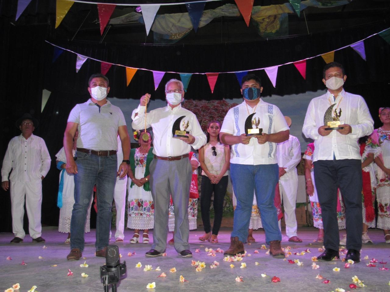 Reconocen trayectoria de tres literatos en Tecoh, Yucatán